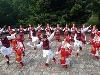 """Пирински танцов ансамбъл """"Вихрен"""""""