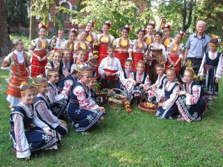 """Детско юношески танцов ансамбъл """"Кюстендилче"""""""