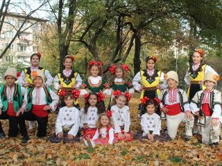 """Детско - юношески танцов ансамбъл """"Средец"""""""