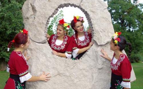 "Представителен детско - юношевски  фолклорен ансамбъл ""Елица"""